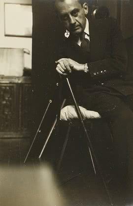Autorretrato_con_bastn_1930-1940_Man_Ray