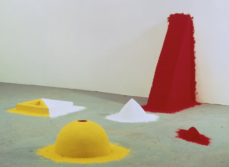 Anish Kapoor. 1000 Nombres, 1981. Colección museo Nacional Centro de Arte Reina Sofía.