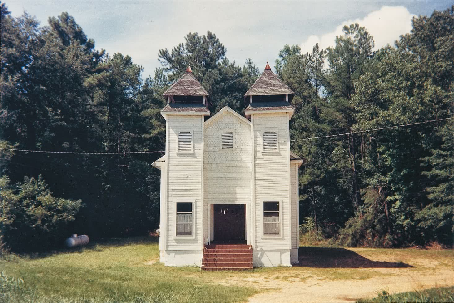 William Christenberry. Church, Sprott, Alabama, 1977. PaceMacGill Gallery, Nueva York.