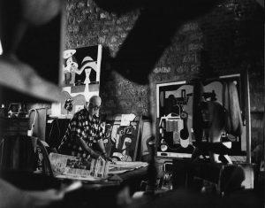 Exposición Le Corbusier CaixaForum Barcelona (ESP) René Burri. Le Corbusier en su estudio del 24 de la Rue Nungesser-et-Coli. 1960. © René Burri / Magnum Photos.