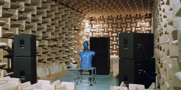 Lynne Cohen. Laboratory, 1999. Copia cromogénica. 141×171,5cm. © Lynne Cohen, Cortesía Olga Korper Gallery, Toronto