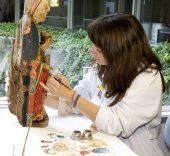 Museo Arqueológico Nacional. Restauración de una Virgen Románica.