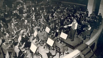 La OBC dirigida por Eduard Toldrá en 1950. (Foto: Suárez)