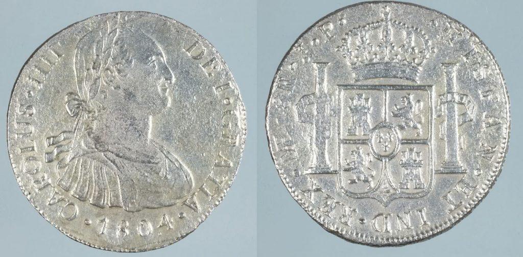 Monedas de 8 reales de plata de Carlos IV, Lima 1803. Procedente del pecio de la Mercedes Museo Arqueológico Nacional, Madrid ©Miguel Ángel Camón Cisneros