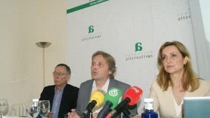 Enrique Bustamante, Fernando Rueda y Patricia Corredor durante la presentación del informe.