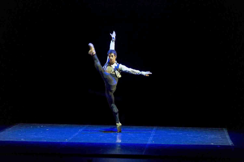 Raúl Montes. Josué Ullate. Quiebro, en coreografía de Víctor Ullate.