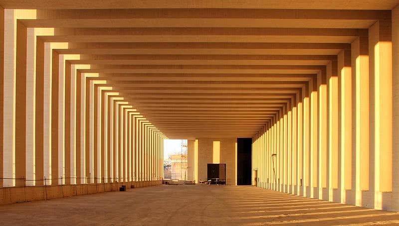 de y una tercera acoge las rampas y escaleras en el edificio se unen dos gradientes uno lumnico desde el exterior y otro de presin de
