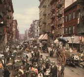 Anonymous. Mulberry Street, New York, photochrom (Collection Marc Walter / Courtesy).