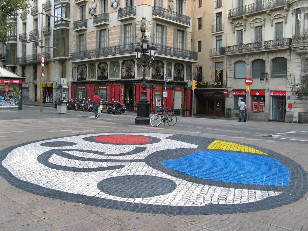 Mosaico del Pla de lOs en La Rambla de Joan Miro