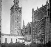Vista de la Giralda desde el Patio de los Naranjos (Sevilla), ca. 1866.