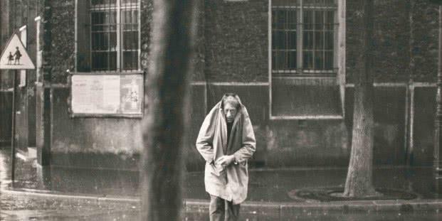 Alberto Giacometti, rue d'Alésia, París, Francia, 1961 Gelatina de plata, copia realizada en 1962 Colección Fundación Henri Cartier-Bresson, París. © Henri Cartier-Bresson/Magnum Photos, cortesía Fundación Henri Cartier-Bresson.