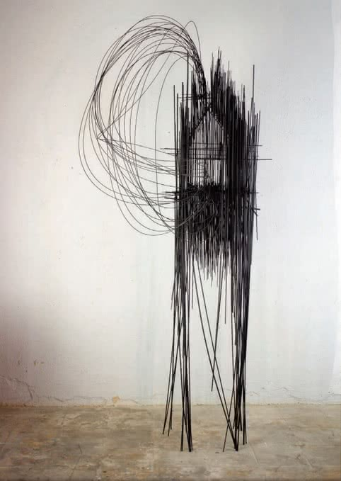 David Moreno. Casa Grande 001, 2014. Varilla de acero, soldadura plata, patina forja. 225x95x75cm