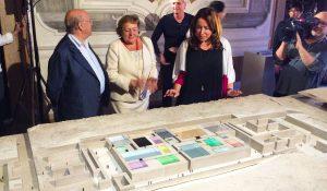 Julio Sorigué, Josefina Blasco y Ana Vallés presentando la maqueta de PLANTA en Venecia.