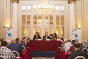 De izquierda a derecha: Enrique de Ybarra, presidente del Jurado del Premio BMW de Pintura; Guenther Seemann, presidente Ejecutivo de BMW Group España y Portugal, y Pilar Garcia de la Puebla, directora de Comunicación de BMW Group España.