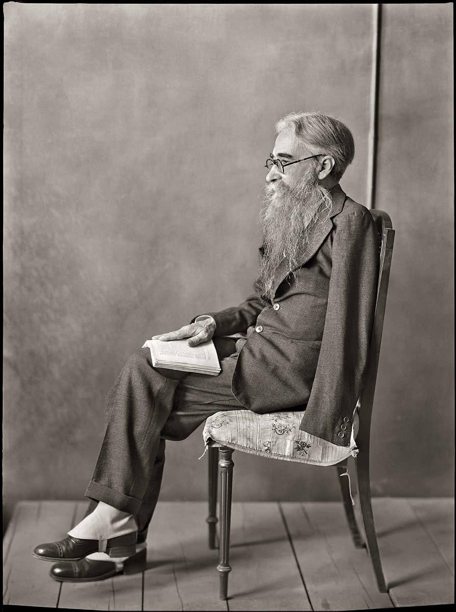 MORENO. Don Ramón del Valle Inclán en el estudio del pintor Echevarría. Hacia 1930. (Fototeca del Instituto del Patrimonio Cultural de España, MECD)