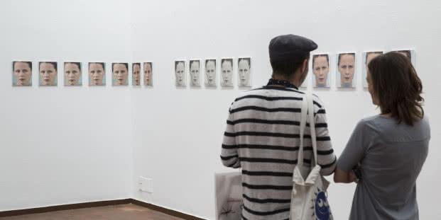 """La exposición Roni Horn. Todo dormía como si el universo fuera un error ha sido organizada por la Fundació Joan Miró y la Obra Social """"la Caixa""""."""