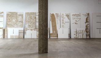 """Vista de la exposición """"Toma de Tierra"""" de Asier Mendizabal en CarrerasMugica."""