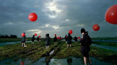 Ellen Kooi. Houtwielen - ballonnen. 1997. 110 x 146 cm.