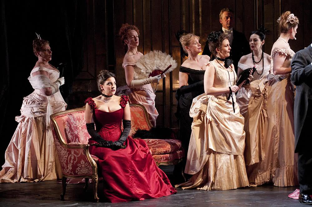 La produción de 'La Traviata' de The Welsh National Opera. © Roger Donovan.