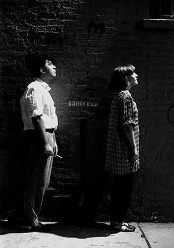 Pedro Almodóvar y Carmen Maura en NY, 1985. © Javier Porto Cortesía MONDO GALERIA.