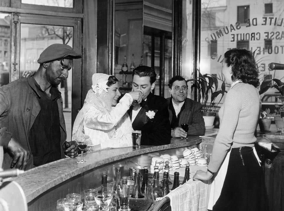 Robert Doisneau. Black and White Coffee Joinville-le-Pont, 1948.