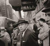 Garry Winogrand. New York, ca. 1962. © The Estate of Garry Winogrand, cortesía Fraenkel Gallery, San Francisco.
