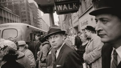 Garry Winogrand. New York, ca. 1962. © The Estate of Garry Winogrand, cortesía Fraenkel Gallery, San Francisco.