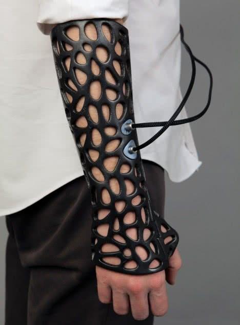 Cabestrillo 3D de alto rendimiento. Osteroid Smart brace. Deniz Karaçahin · dkdesign. TR, 2014