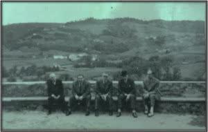Enrique Lafuente Ferrari (centro, con gafas), Evaristo Valle (con sombrero) y amigos, Valle de Carrión, c. 1946. Archivo Enrique Lafuente Ferrari. Real Academia de Bellas Artes de San Fernando, Madrid.