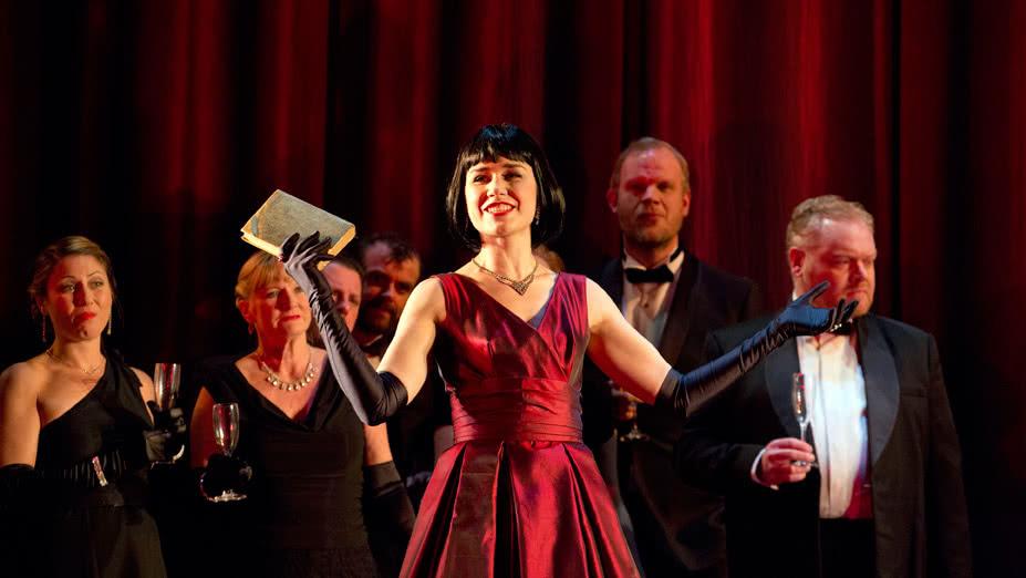 ENO. 'La Traviata'. 2015. Elizabeth Zharoff (Foto: Donald Cooper)ENO. 'La Traviata'. 2015. Elizabeth Zharoff (Foto: Donald Cooper)