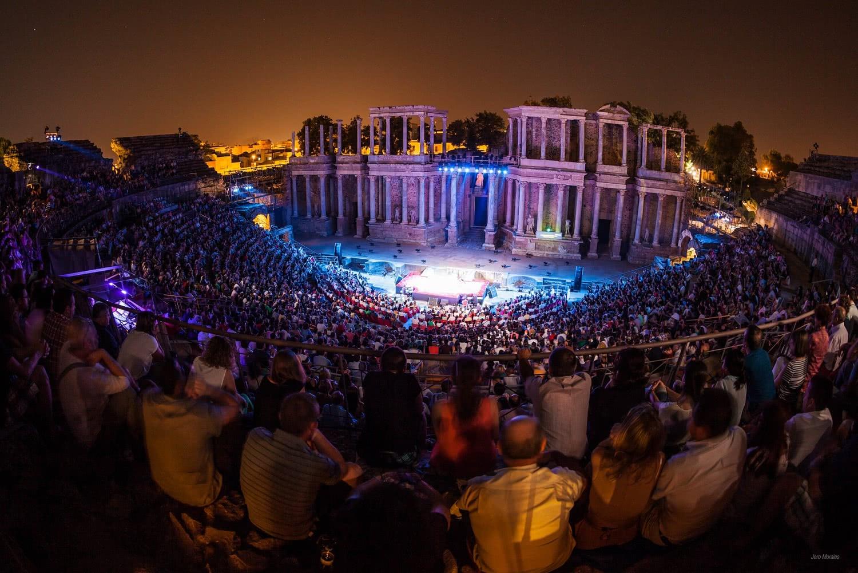 Boda Teatro Romano Merida : Mérida clausura su festival con un más de espectadores