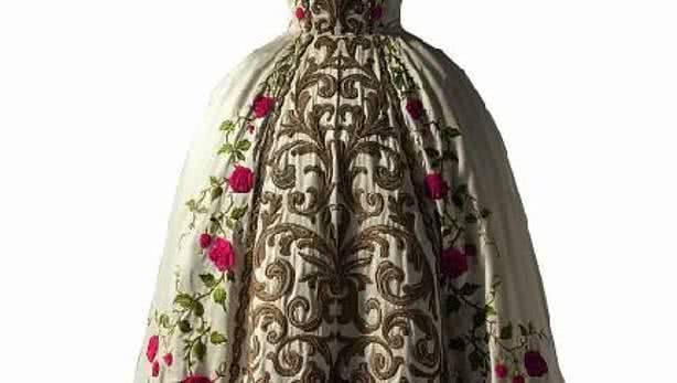 """Pierre Balmain (1914-1982). Detalle de vestido de noche """"Antonia"""". Alta costura, primavera-verano 1954. Palais Galliera, París."""
