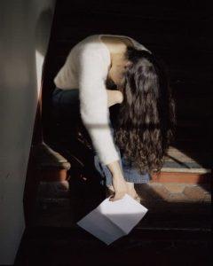 Sophie Calle. Prenez soin de vous. Chanteuse de tango, Débora Russ [Cuídese mucho. Cantante de tango, Débora Russ], 2007 (detalle) © Sophie Calle/ADAGP, Paris, 2015. Courtesy Galerie Perrotin and Paula Cooper Gallery.