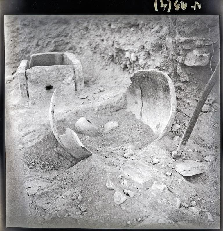 Vista de dos tumbas de La Bastida, 1944. Archivo MAN