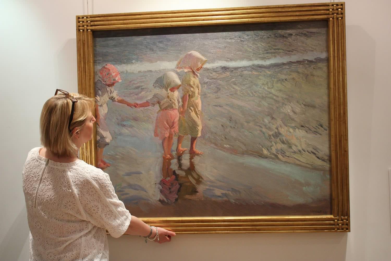 Presentación de 'Las tres hermanas en la playa' (1908), de Joaquín Sorolla y Bastida', en Christie's Madrid. Foto: Luis Martín.