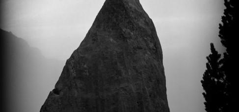 Nocturno Nº 1 en Causiat. Serie Fictional Primitive Sculptures. Negativo 2000 / Realización de obra 2015. Gelatina al clorobromuro de plata sobre papel de algodón. 120 x 156 cm.