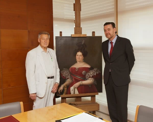 Manuel Linares y Miguel Zugaza, director del Museo Nacional del Prado, junto a la obra. Foto © Museo Nacional del Prado.