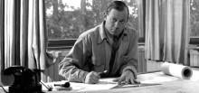 Alvar Aalto al seu estudi, 1945 © Alvar Aalto Estate / Alvar Aalto Museum. Foto: Eino Mäkinen.