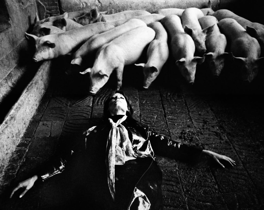 Romy en Metamorfosis Escuela, Barcelona, 1970. © Colita.