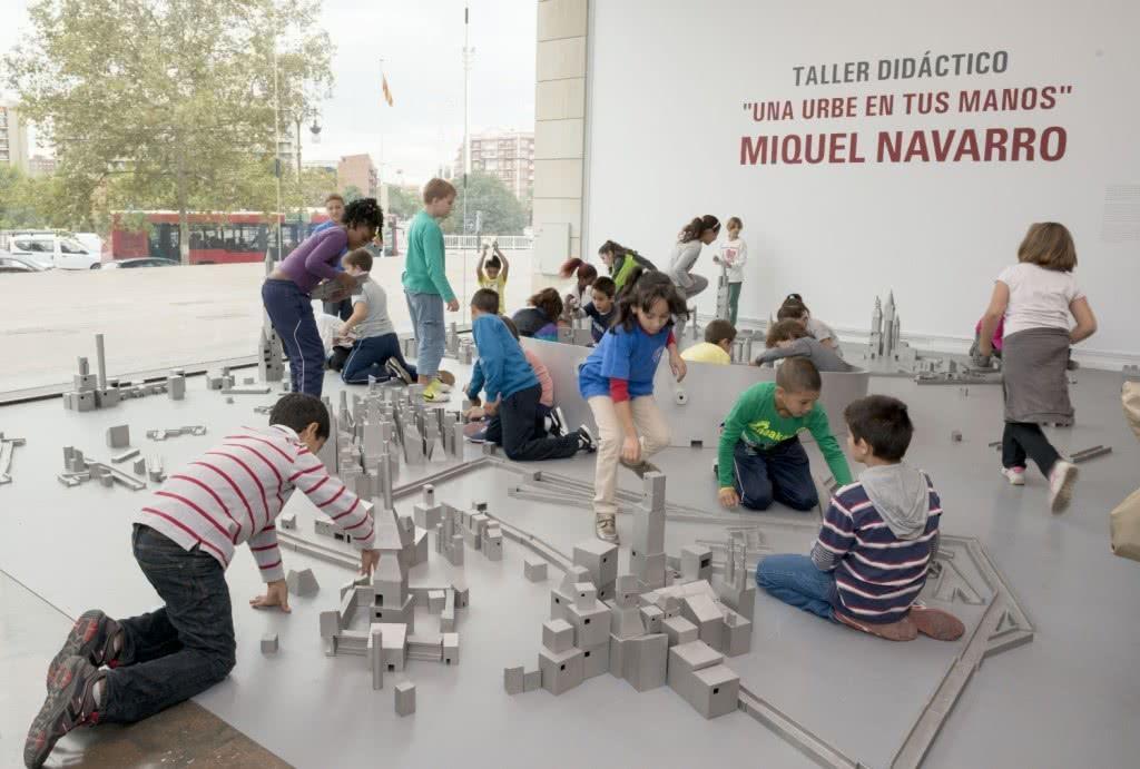 Niños en un taller del IVAM