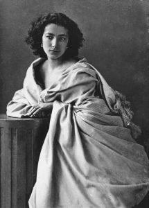 Sarah Bernhardt fotografiada por Félix Nadar.