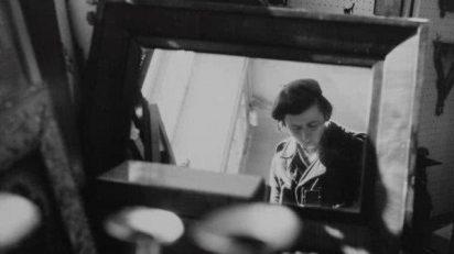 Vivian Maier. Self-portrait, Chicago area, 1971. Gelatina de plata. 30,5 cm x 30,5 cm. Ed. 15.