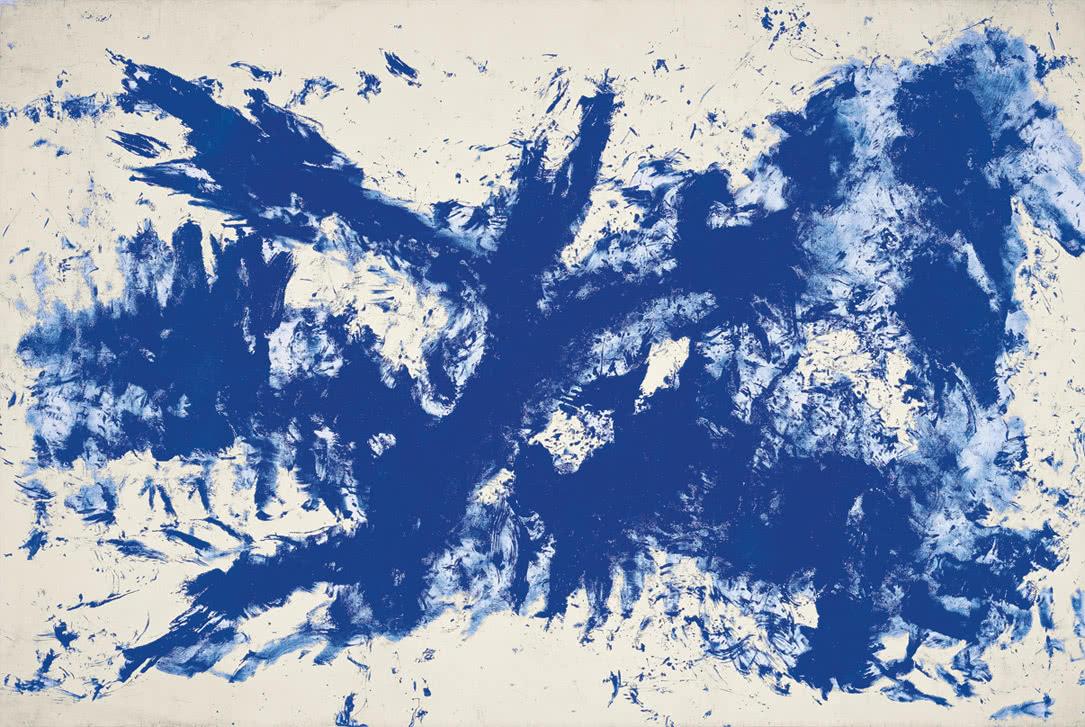 Yves Klein. 'La gran Antropometría azul' (ANT 105) [La grande Anthropométrie bleue (ANT 105)], ca. 1960 Pigmento y resina sintética en papel montado sobre lienzo 280 x 428 cm Guggenheim Bilbao Museoa.