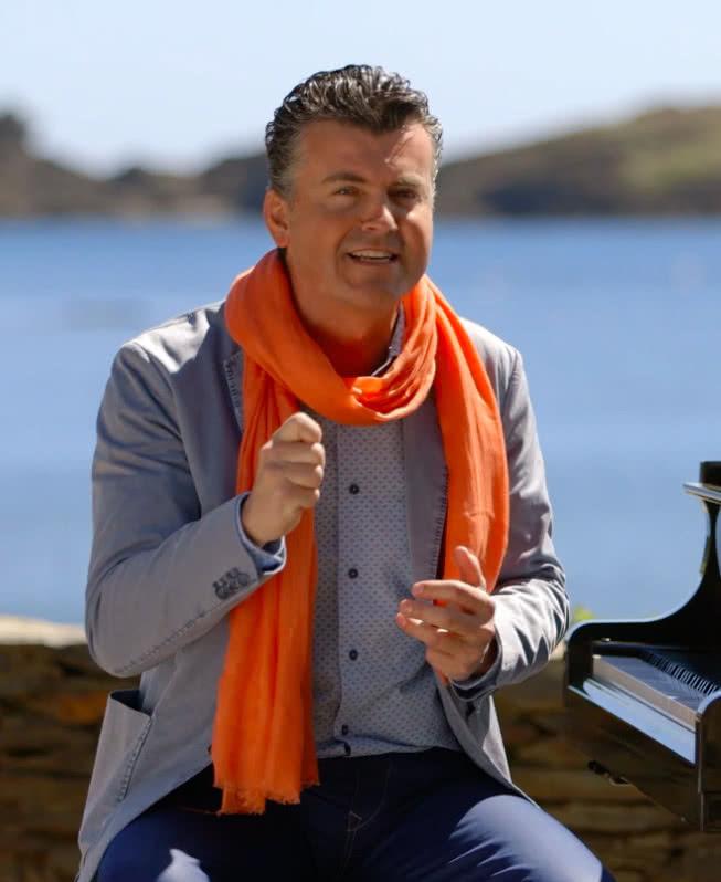 Ramón Gener presentando el programa.