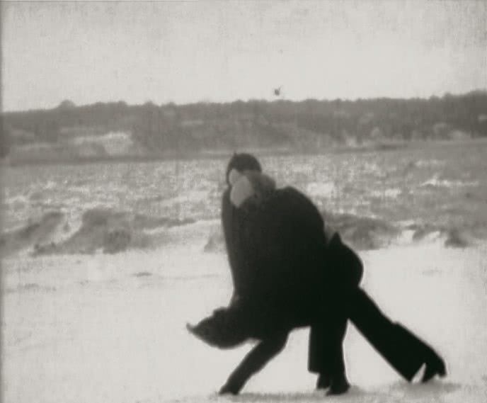 Joan Jonas, Wind, 1968. Película 16 mm transferida a vídeo, bn, sense so, 5 min 40 s. Col·lecció MACBA. Consorci MACBA. Copyright © Joan Jonas, 2015. Foto: Tony Coll.
