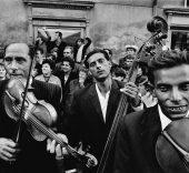 Josef Koudelka. Moravia (Stráznice), 1966, copia de 1967 © Josef Koudelka / Magnum Photos