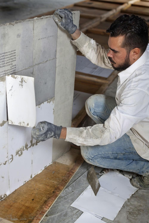 Ramón Miranda Beltrán trabajando en <em>Actos públicos</em>. Matadero Madrid.