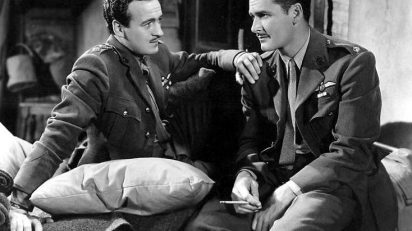 David Niven y Errol Flynn en 'La escuadrilla de la aurora' (1938).