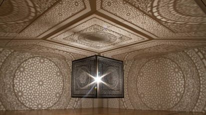 'Intersections' de Anila Quayyum Agha.
