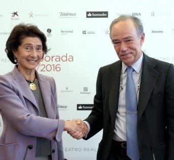 Paloma O'Shea y Gregorio Marañón, presidentes de la Fundación Albéniz y del Teatro Real en la firma del convenio entre ambas instituciones.